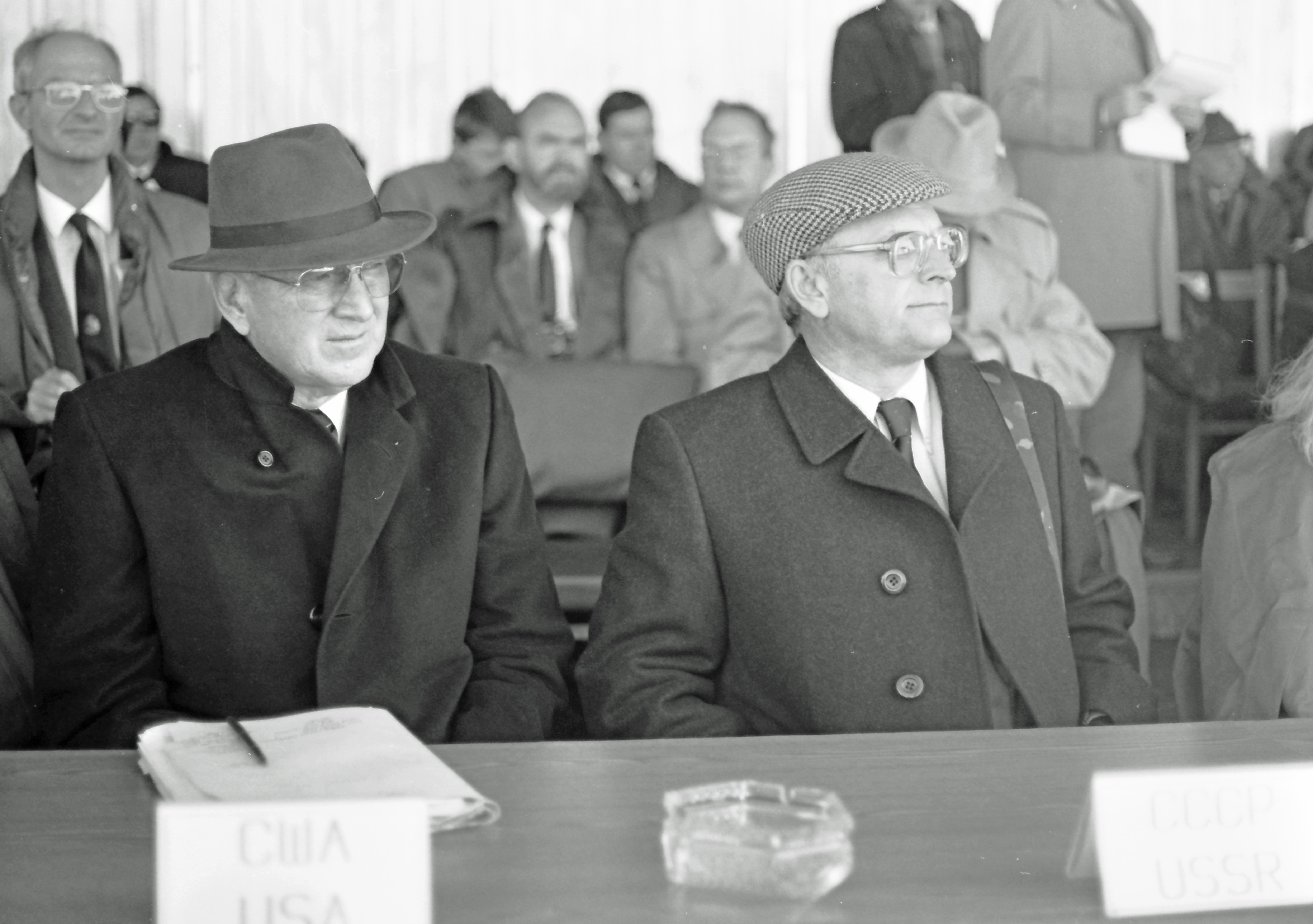 The main protagonists during the negotiations on a chemical weapons ban. Ambassador Max Friedersdorf (U.S., left) and Yuri Nazarkin. © Hans de Vreij