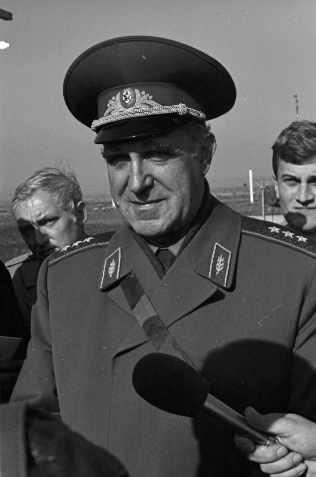 Colonel-General Vladimir Pikalov, commander of the Soviet Chemical Warfare Troops. © Hans de Vreij